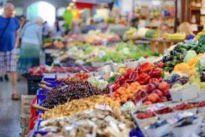Monta tietä markkinoille osa 1 - vähittäiskaupan elintarviketoimittajan infopäivä @ Holiday Club Caribia